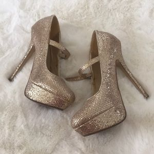 Shoes - Gold sparkles platform heels